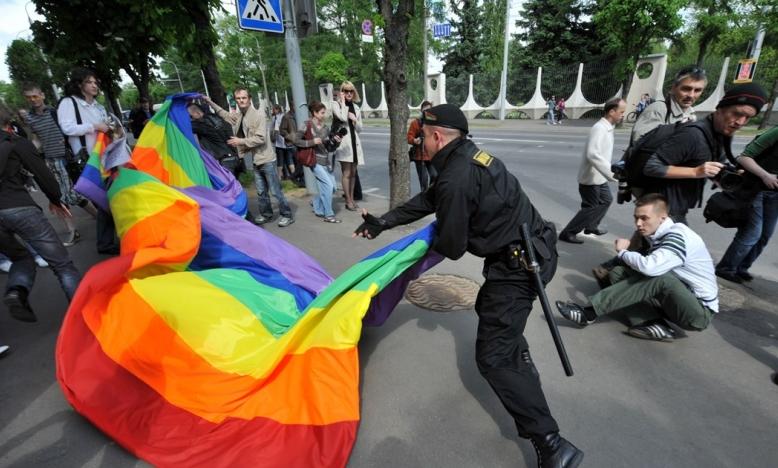 De Russische kruistocht tegen LGBTI's heeft geleid tot groeiende discriminatie, homofobie en vijandigheid in voormalige Sovjetstaten.