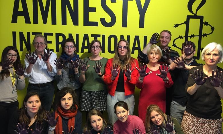 Amnesty International doet mee aan de mars tegen geweld tegen vrouwen