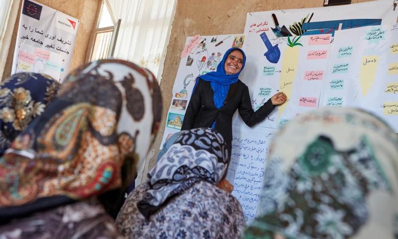 Taliban en nakende humanitaire crisis bedreigen toekomst Afghaanse vrouwen