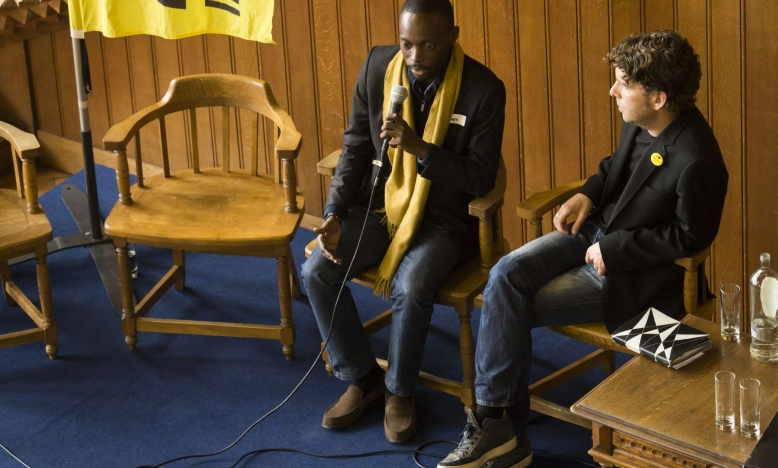 Ook Yves Makwambala kreeg het woord. Hij werd als lid van de Congolese jongerenbeweging LUCHA, 17 maanden gevangen genomen.  De prodemocratische én geweldloze organisatie stimuleert jongeren tot actief burgerschap en wijst de overheid op hun verantwoordelijkheden. Yves bedankte ons uitvoerig voor de vele brieven van de Schrijfmarathon 2015.