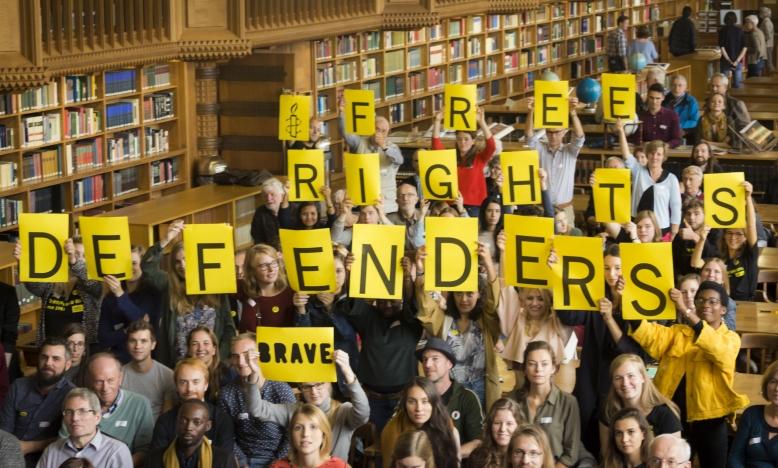 Geen Amnesty-dag zonder actie met een duidelijke boodschap. #FreeRightsDefenders zal op 14 oktober 2017 tot een hoogtepunt komen.  Surf naar www.amnesty-international.be/FreeRightsDefenders voor het laatste nieuws over de #FreeRightsDefenders campagne en teken de petitie.