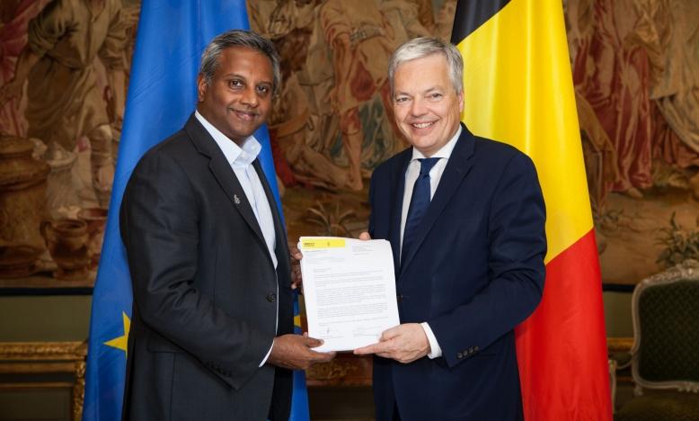 Salil Shetty en Didier Reynders, minister van Buitenlandse Zaken (c) Eric Rousseau