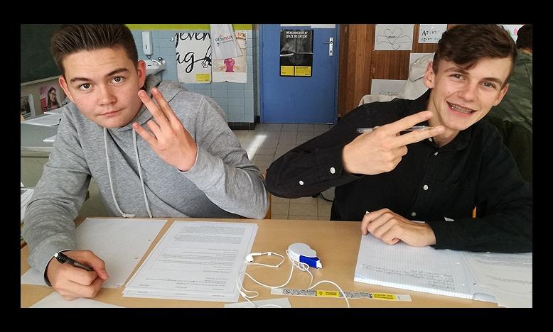 Nikijas en Kasper van het GO! Technisch Atheneum Lokeren schrijven mee voor de rechten van de mens