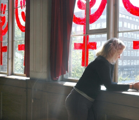 Vrouw in opvanghuis voor vrouwen in Denemarken