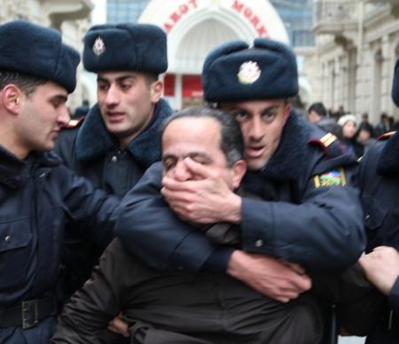 politiek activist wordt opgepakt in Baku, maart 2011