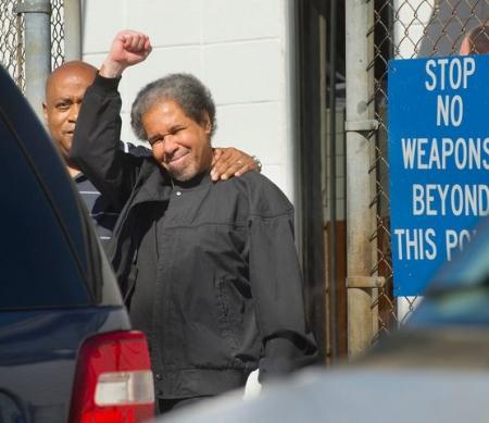 Albert Woodfox met zijn broer bij zijn vrijlating op 19 februari © Travis Spradling/The Advocate via AP
