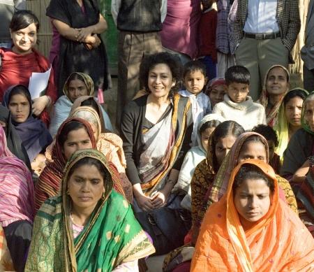 Irene Khan (midden foto) op High Level Mission in Bangladesh 2008