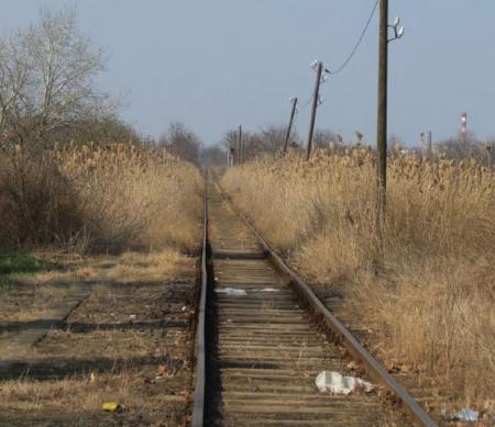 Spoorweg in Subotica, Servië richting Hongarije