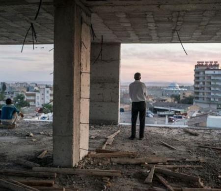 Syrische Koerden zoeken hun toevlucht op een bouwwerf, Turkije, 9 Oktober 2014. © Ozge Elif Kizil/Anadolu Agency/Getty Images