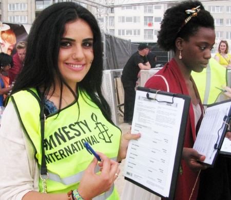 Activiste verzamelt handtekeningen, Oostende 2014