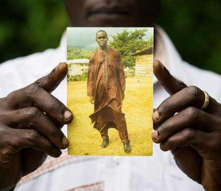Foto van Fomusoh Ivo Feh, vastgehouden door zijn broer Eric  © Vincent Tremeau/Amnesty International