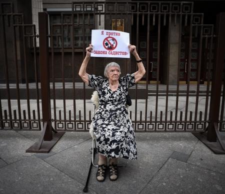 Russische activiste Lyudmila Alekseyeva protesteert tegen de buitenlandse agentenwet