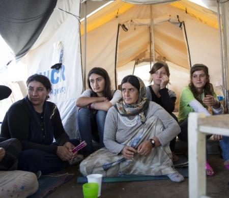 Jezidi-vrouwen in vluchtelingenkampen verenigen zich om rampspoed het hoofd te bieden