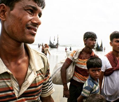 Myanmar: dorpen platgebrand in functie van etnische zuivering van Rohingya