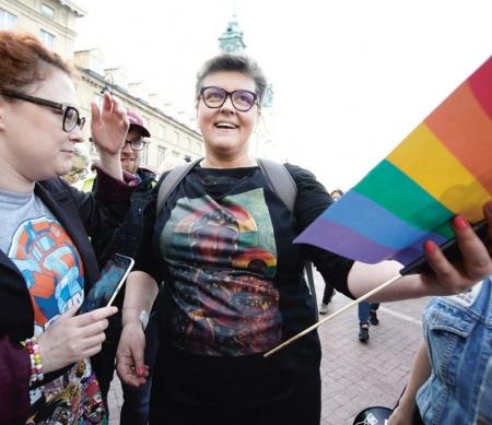 Elzbieta Podlesna op een demonstratie tegen homohaat in Warschau in mei 2019