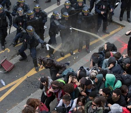 Frankrijk: buitensporige repressie tegen betogingen onder het mom van terreurbestrijding © Yann Levy / Hans Lucas