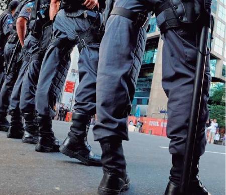 Militaire politie © CINTIA ERDENS PAIVA / SHUTTERSTOCK.COM
