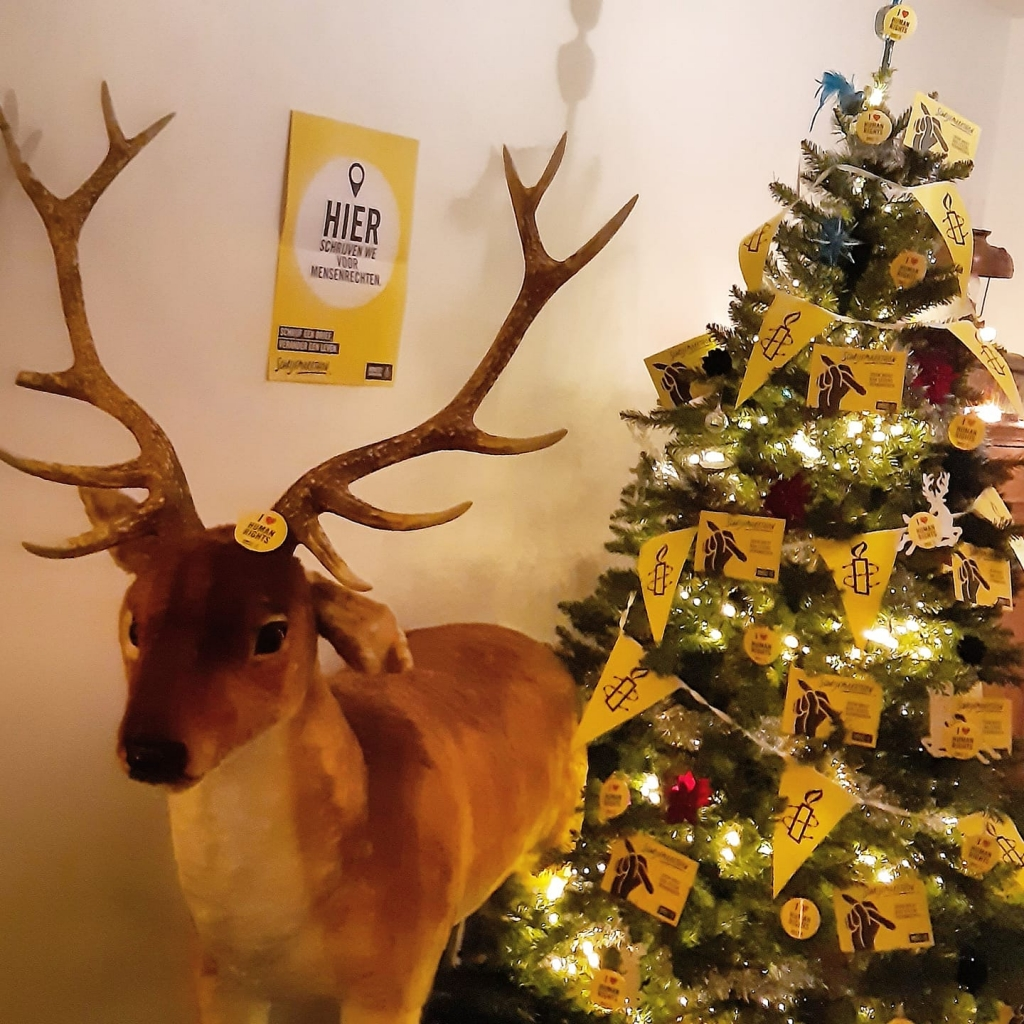 Er waren zelfs Amnesty kerstbomen!