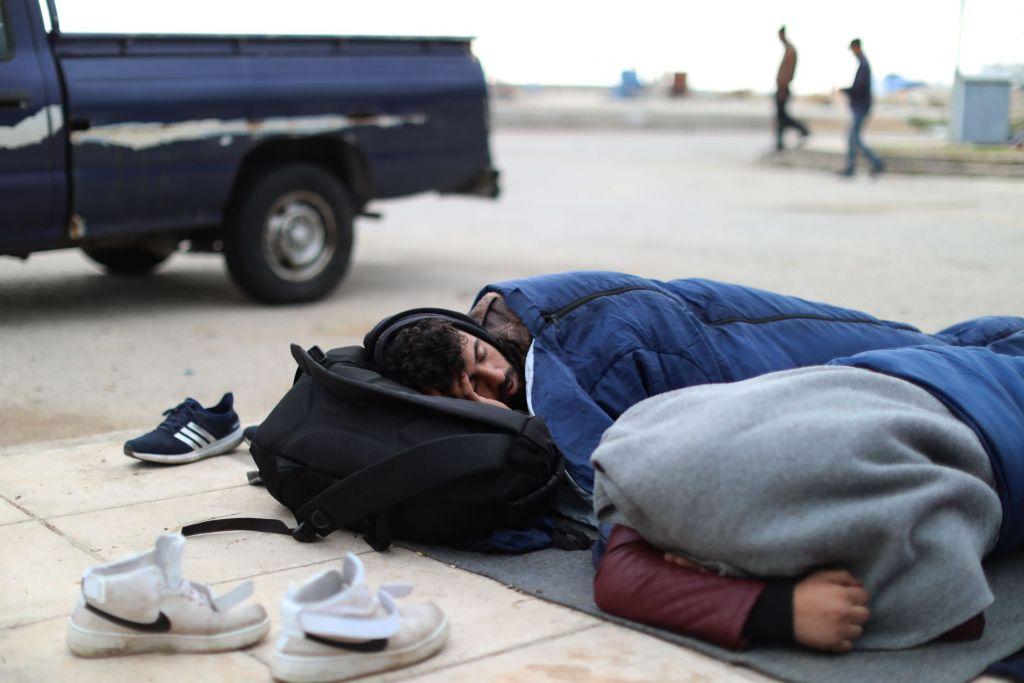 Souda kamp. De overgrote meerderheid van de vluchtelingen die gestrand zijn op Chios is na 20 maart 2016 aangekomen, de dag van de EU-Turkije deal die de terugkeer van vluchtelingen naar Turkije voorziet. Terwijl hun asielaanvraag wordt beoordeeld is het hen niet toegestaan het eiland te verlaten. Meer dan 4000 vluchtelingen en migranten zijn gestrand op het eiland, de meerderheid in erbarmelijke omstandigheden. © Giorgos Moutafis/Amnesty International