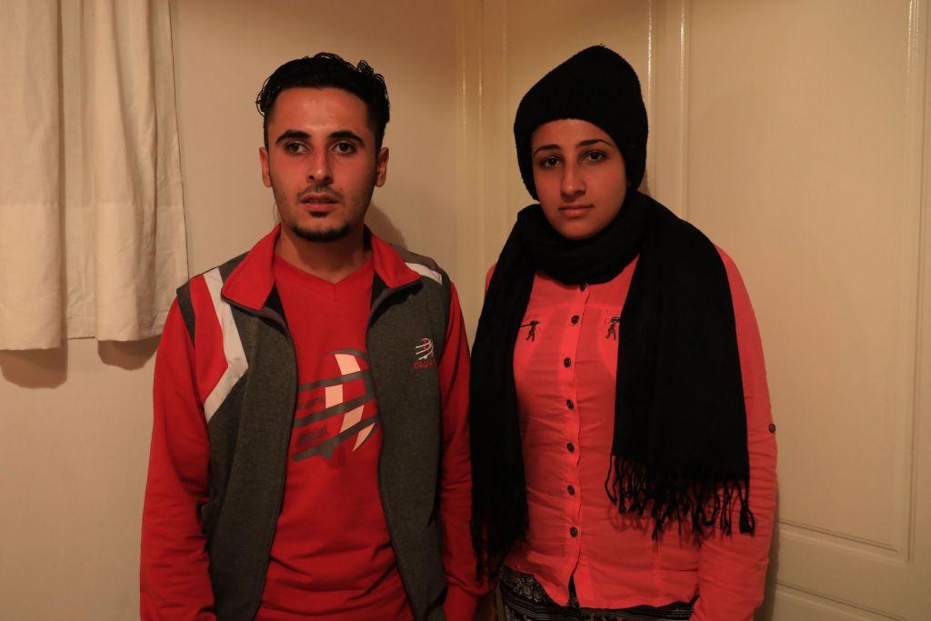"""Kadheeja en haar man Saaheb komen uit Irak. """"Ik ben gevlucht uit Irak omdat er geen gerechtigheid en geen persoonlijke vrijheid is. Ze hebben mijn broer vermoord zonder enige reden ... mijn vader kreeg een kogel in zijn hoofd ... We zijn naar Europa gekomen, omdat we een veilige plek nodig hebben ... """" © Giorgos Moutafis/Amnesty International"""