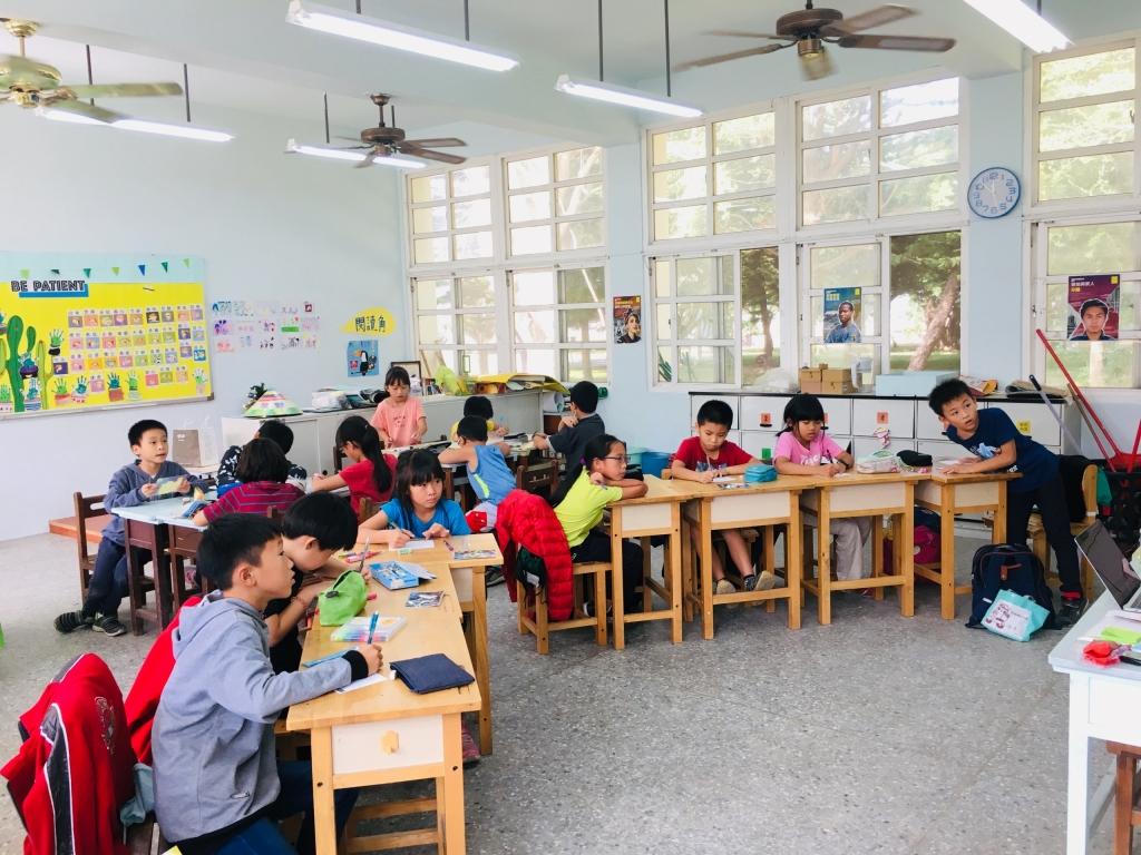 In Taiwan nemen leerlingen van de Yunlin Renhe basisschool deel aan de Schrijfmarathon door een interactieve lessenreeks in mensenrechten te volgen. (c) Amnesty International Taiwan
