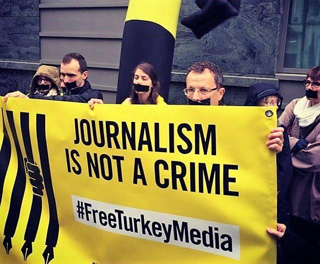 solidair met opgesloten journalisten en cartoonisten in Turkije op Dag van de Persvrijheid – 3 mei