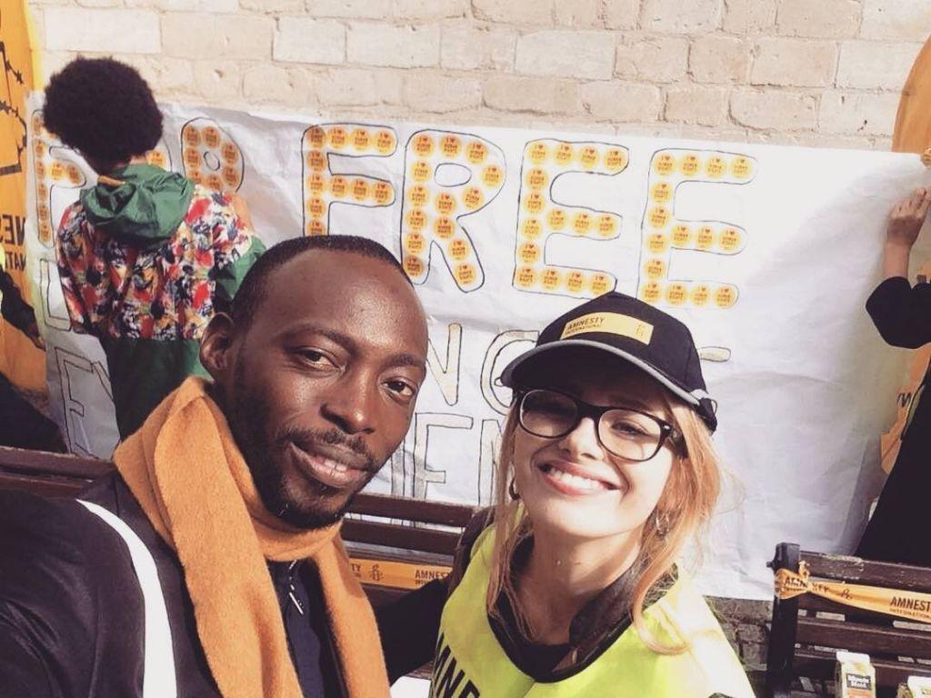 Op jongerenweekend in Leuven trokken jonge Amnesty-fans eropuit met hun eigen straatactie.