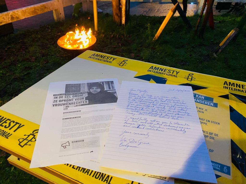 Veilig brieven schrijven bij het kampvuur