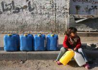 Palestijns meisje rust uit op weg naar waterbevoorrading © Iyad El Baba/UNICEF
